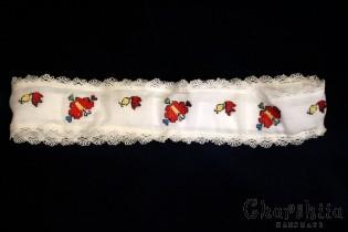 Медальон  с цвете в  малинов цвят