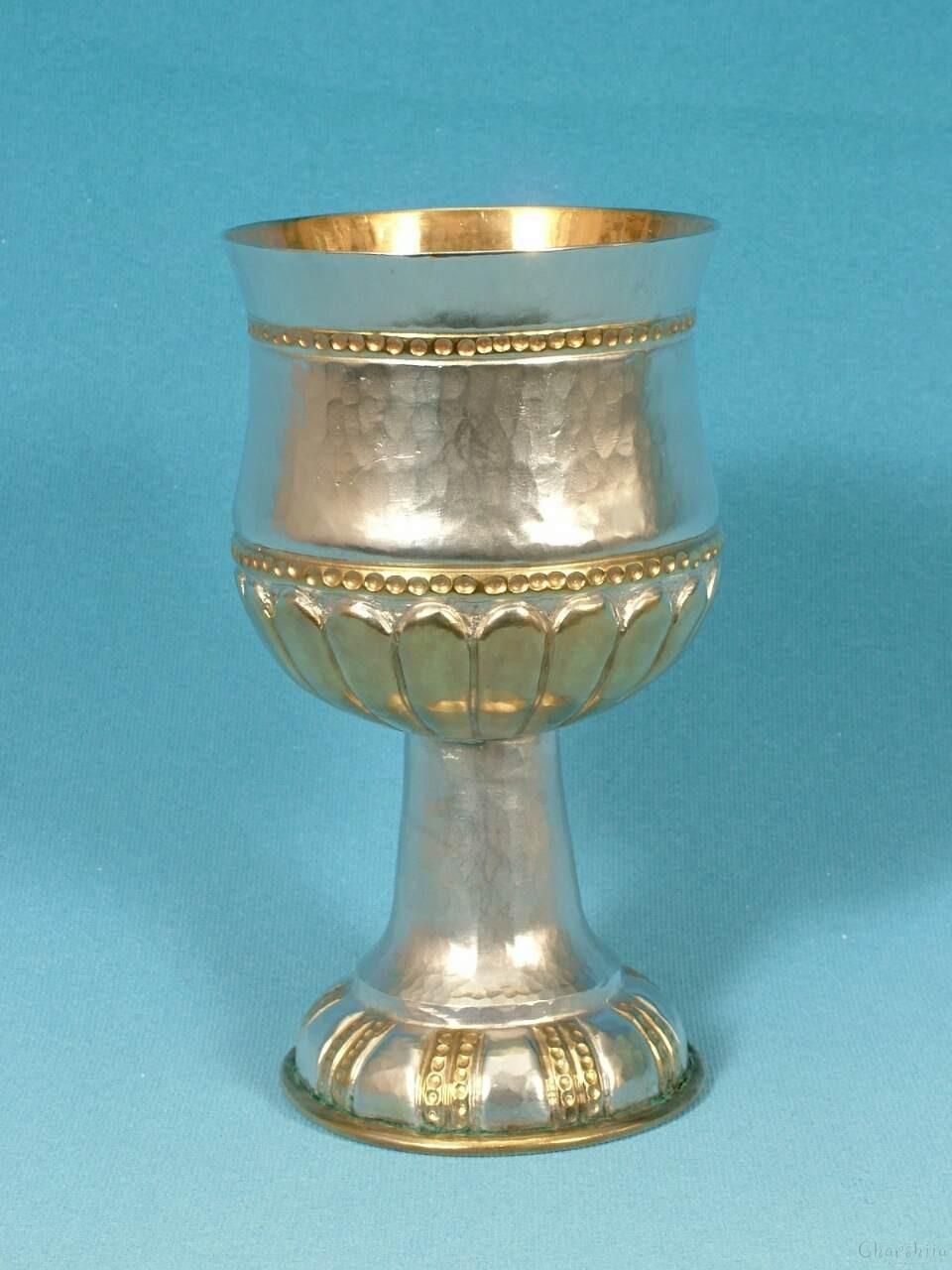 Посребрена и позлатена чаша с орнаменти