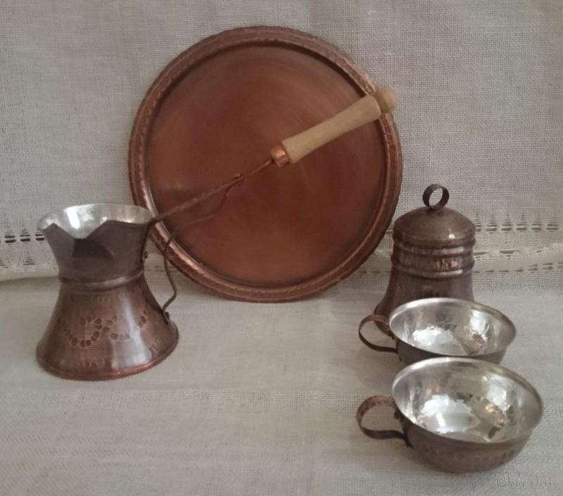 Сервиз за кафе /джезве, захарница, табла и 2 чаши/