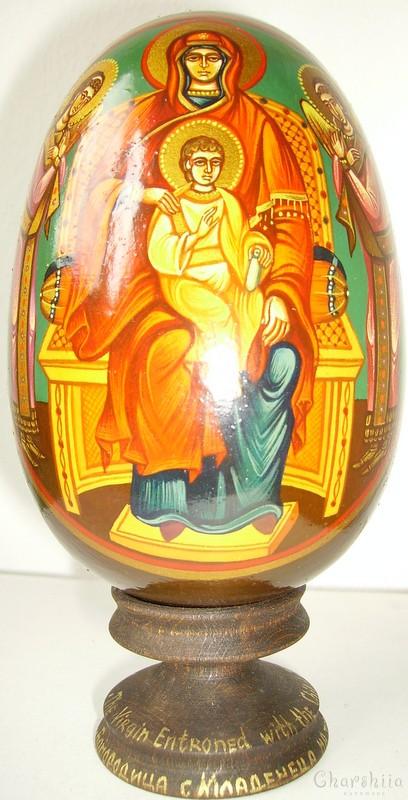 Богородица на трон с Детето - рисувани икони върху дървени яйца