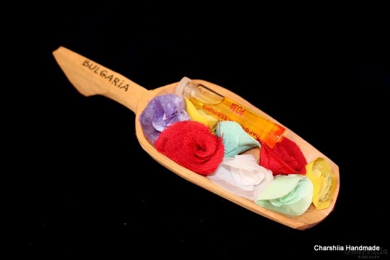 Сувенирна дървена лъжичка с фиолка българска роза