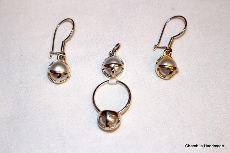 Сребърен комплект от три части с Перли