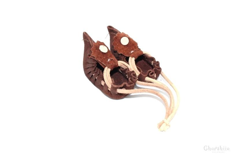 Сувенирни цървулки (опинци, калеври), ръчно изработени от естествена кожа