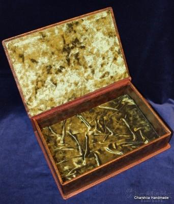 Кутия за книга, ръчно изработена от естествена кожа