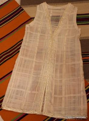 Дамски елек с копринени конци