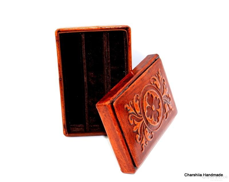 Кутия за пури изработена от естествена кожаenuine leather