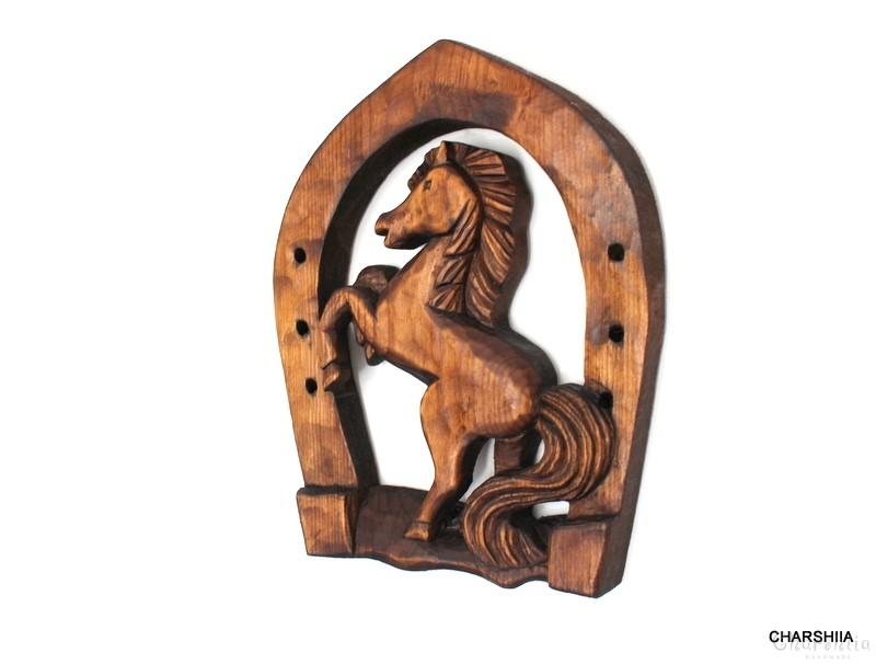 Дърворезба - кон в подкова