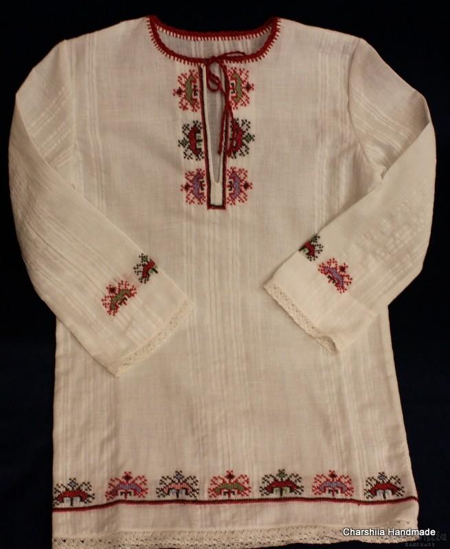 Детска дълга риза с българска шевица и престилка