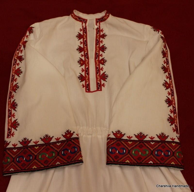 Дамска дълга риза и престилка с българска шевица