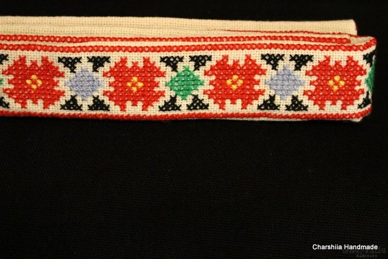 Бродиран дамски колан като част от националното облекло