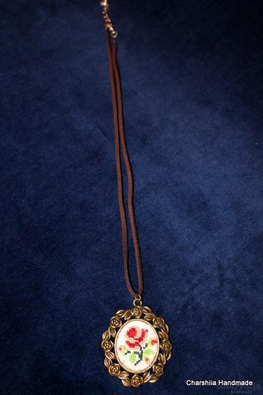 Медальон ''Розова градина'' 2