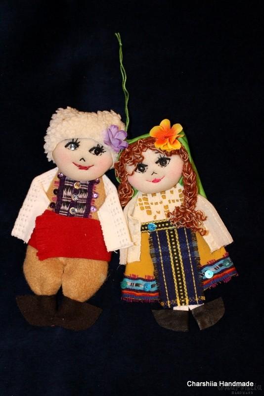 Традиционна българска, малка парцалена двойка кукли