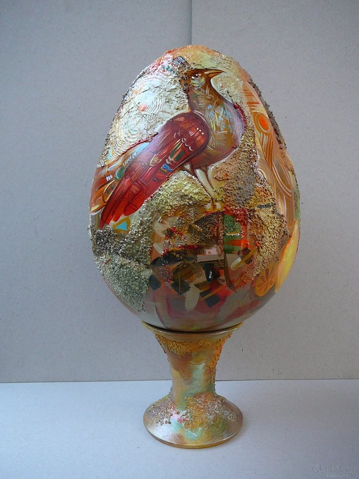 Ceramic egg with a Phoenix