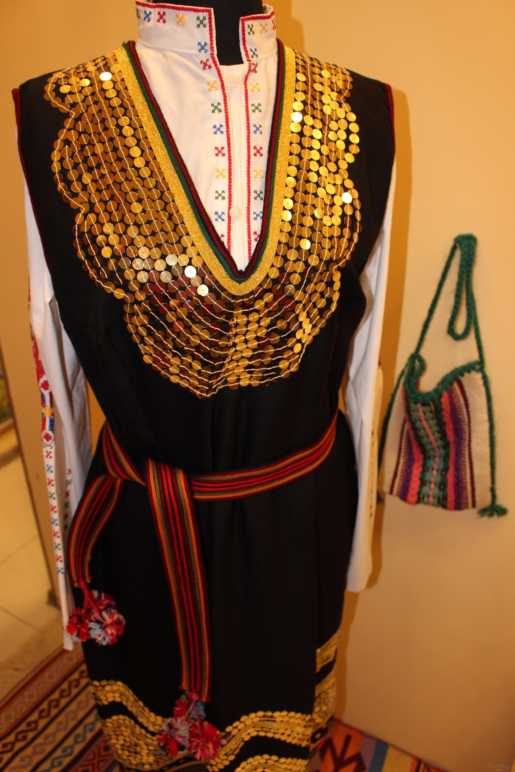 Bulgarian folk costume - Shoppish women's folk costume