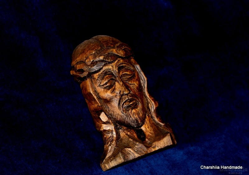 Woodcarving - Icon image of Jesus with a crown of thorns