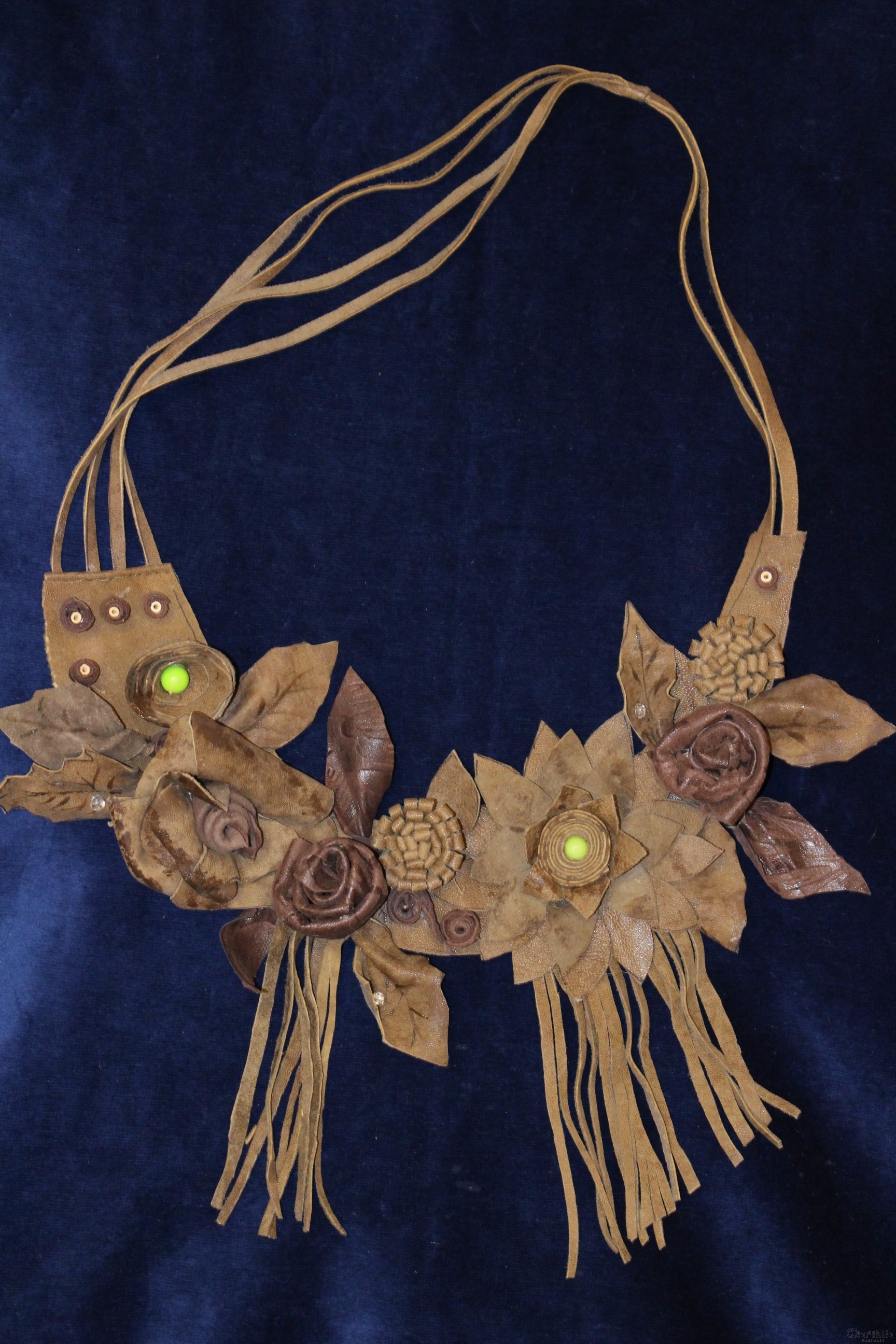 Necklace made of leather with flowers