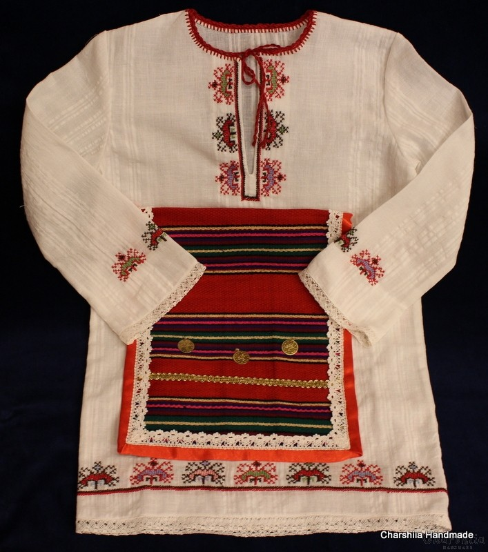 Child's long shirt with an apron