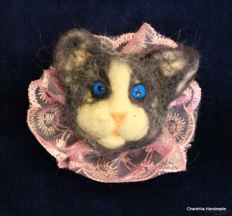 "Brooch made of felt ''Cat"" 1"